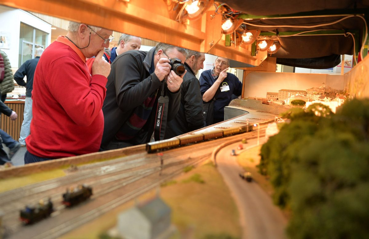 railway enthusiasts dating Up to 7,000 people are believed to have visited the york model railway show at york racecourse's knavesmire stand over easter.